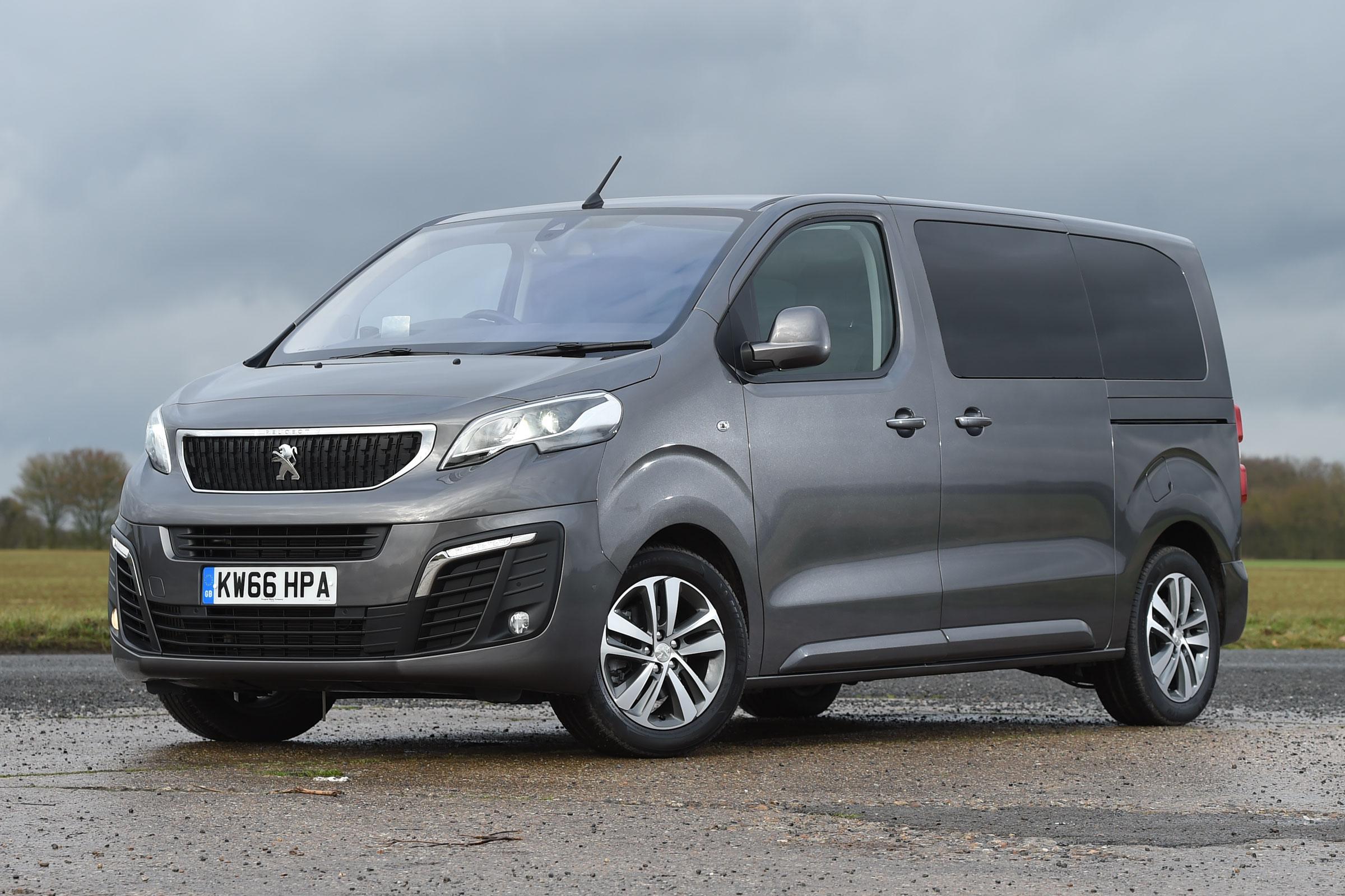 Peugeot Traveller: Alquiler de minibús 9 plazas