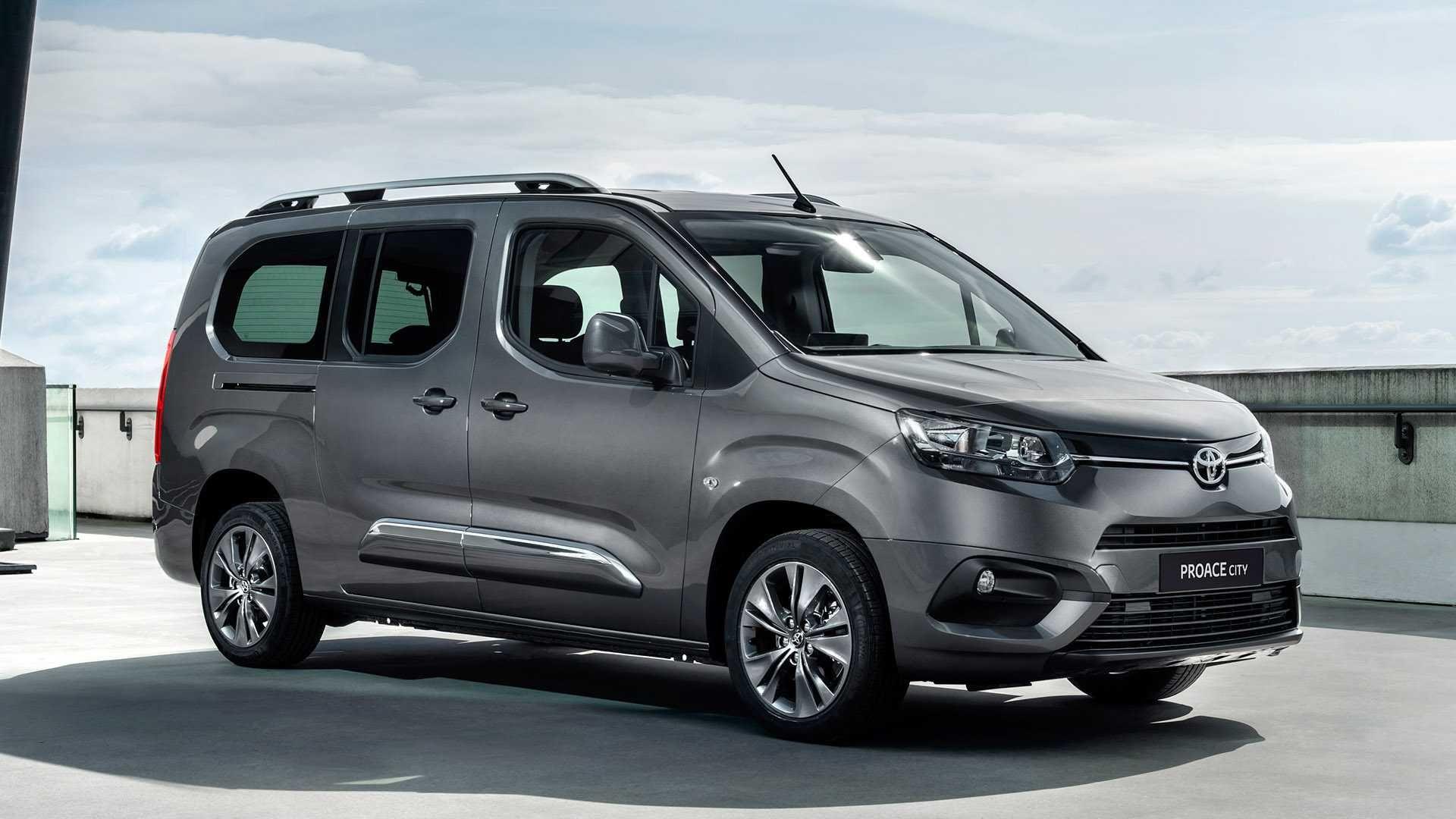 Toyota Proace City: Alquiler de minibús 9 plazas